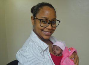 Joven mamá canguro atendida en Hospital Materno Infantil San Lorenzo de Los Mina